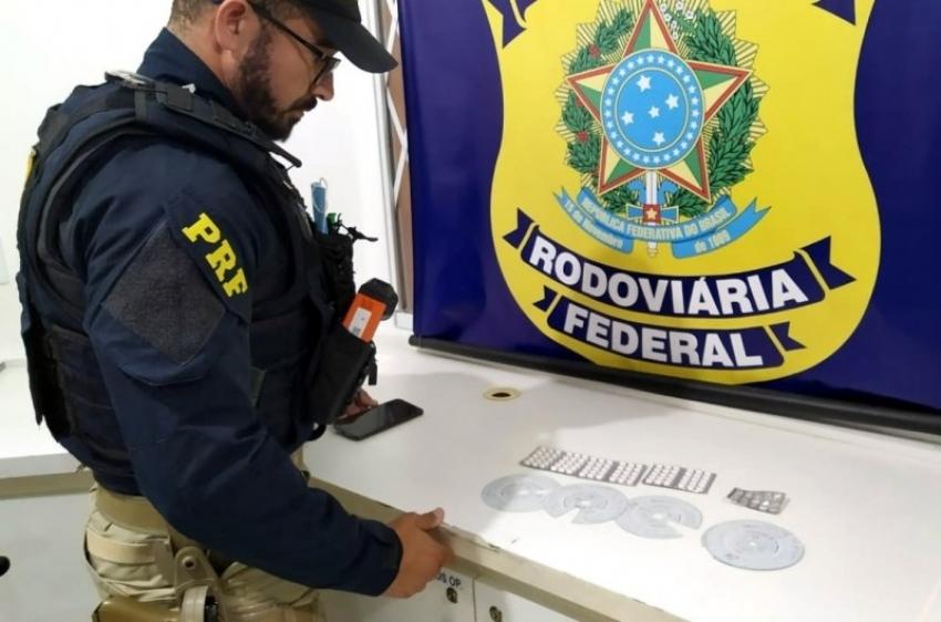 PRF flagra caminhoneiro com comprimidos de rebite na BR-282