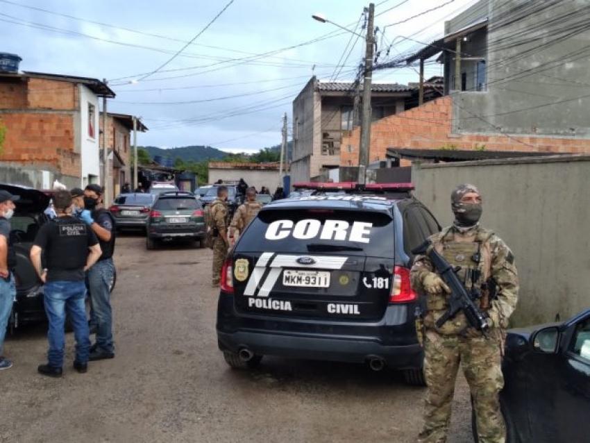 Gaeco, PRF e forças de Segurança de SC deflagram megaoperação contra facção criminosa