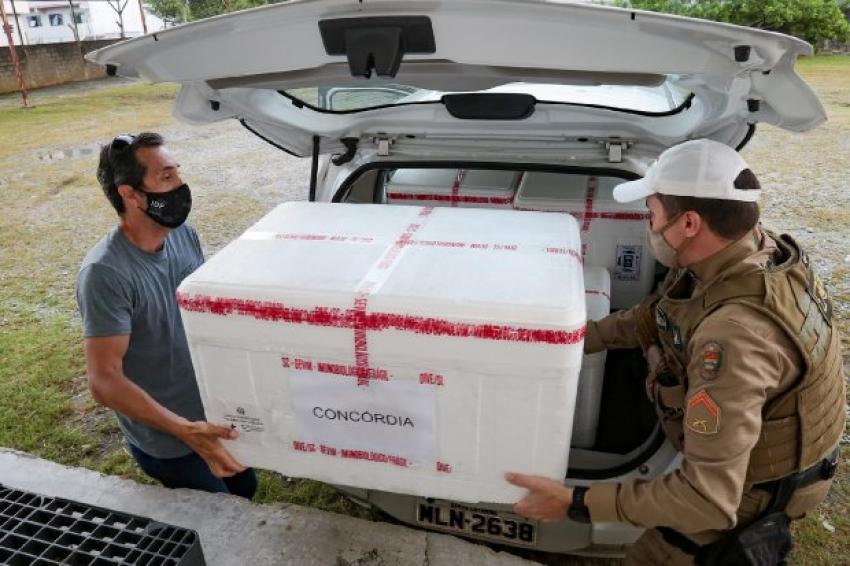 Governo de SC começa distribuir novas doses da vacina contra a Covid-19 para as regionais de saúde