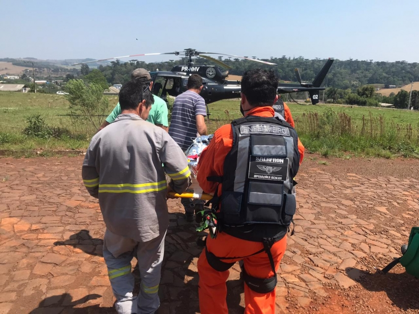 Homem fica ferido após acidente de trabalho e é transferido pelo helicóptero do Sara-SaerFron