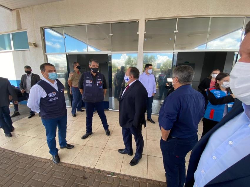 Em Chapecó, ministro Eduardo Pazuello visita estrutura montada no Centro de Eventos