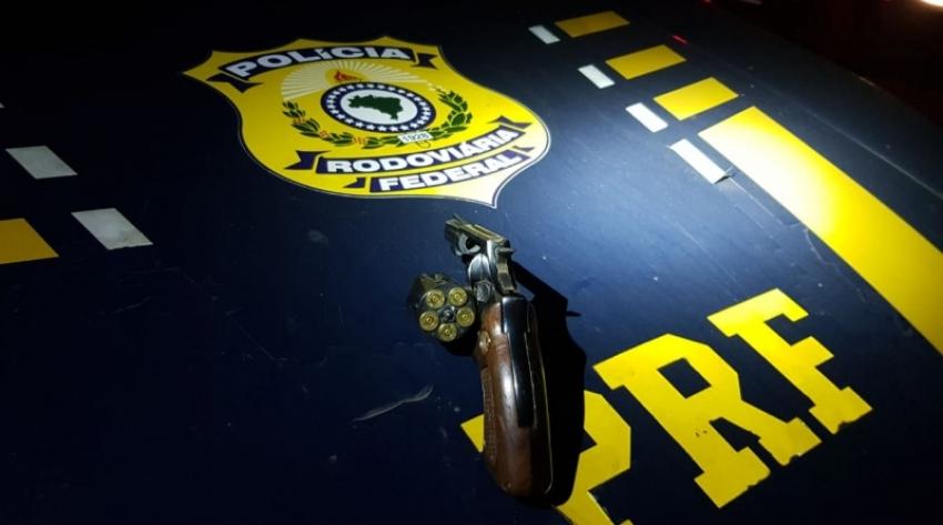 PRF prende motorista embriagado e com arma raspada em Xaxim