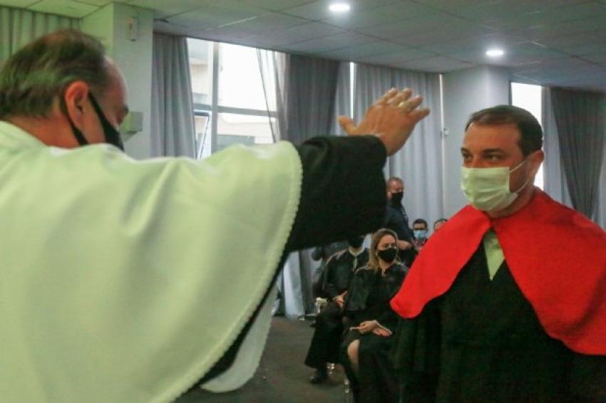 Em Caçador, Carlos Moisés recebe título de Doutor Honoris Causa pela Uniarp