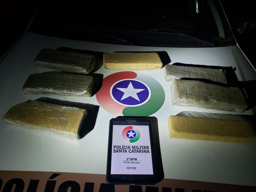 Após tentar fugir, homem é preso e drogas são apreendidas em Ponte Serrada