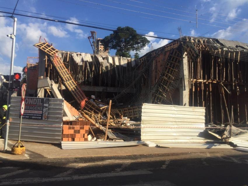 Parte de construção desaba e deixa diversos feridos, no Centro de Caçador