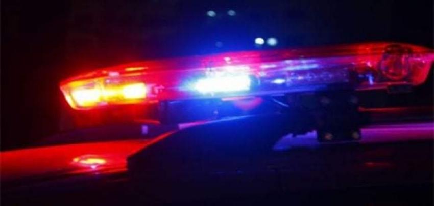 Motorista embriagado bate veículo em poste de energia elétrica