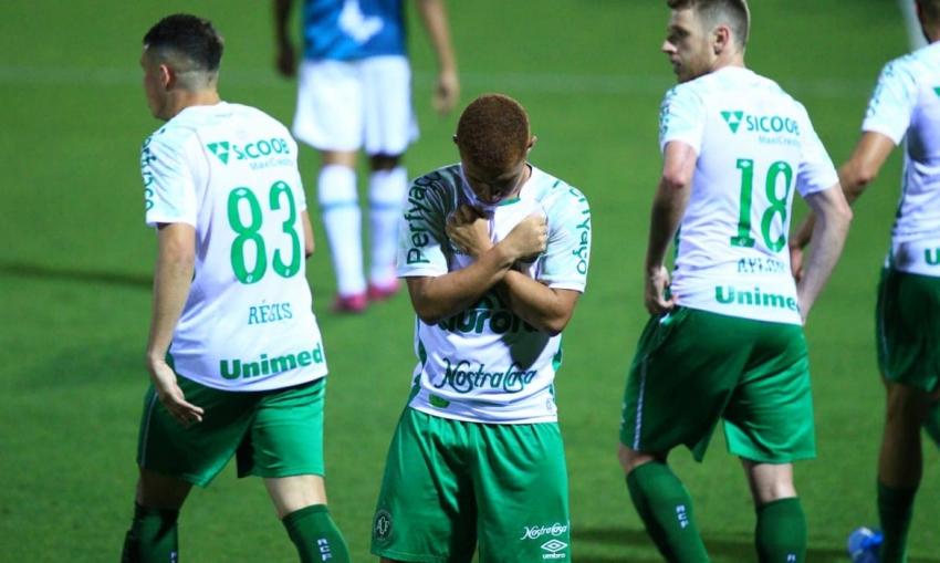 Chapecoense vence Juventude e sobe para terceira posição da série B