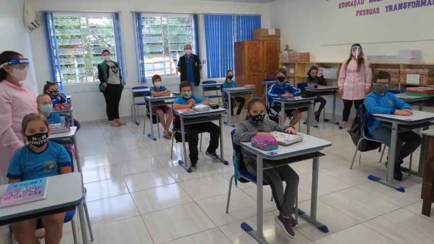 Alunos da região retornam às aulas presenciais