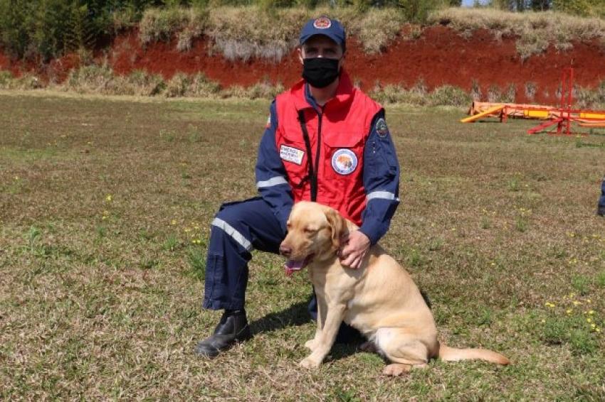 Corpo de Bombeiros Militar tem mais um cão certificado para buscas no Oeste