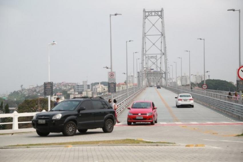 Tráfego de veículos na Ponte Hercílio Luz terá horário ampliado a partir da próxima segunda-feira