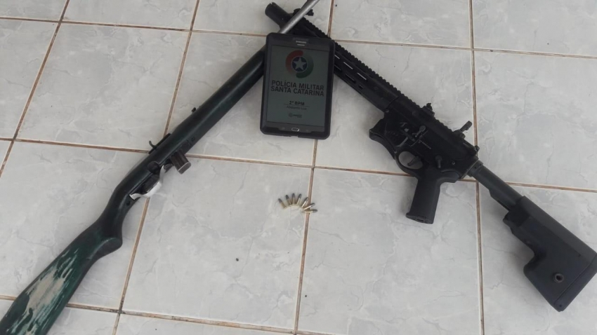 Arma de pressão adulterada e espingarda são apreendidas em Abelardo Luz