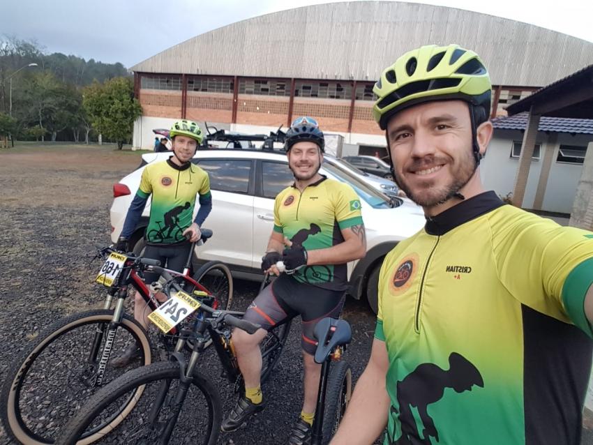 Ciclistas de São Domingos representam município em desafio das montanhas