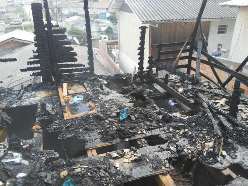 Três crianças morrem carbonizadas em SC