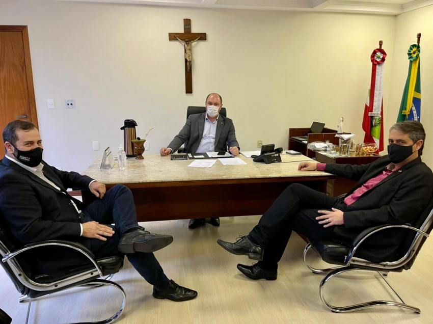 Mauro De Nadal trata últimos detalhes para ampliação do Hospital Terezinha Gaio Basso