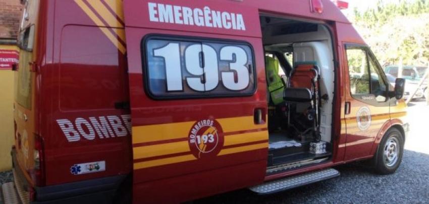 Homem é socorrido pelos bombeiros após queda de bicicleta em São Domingos