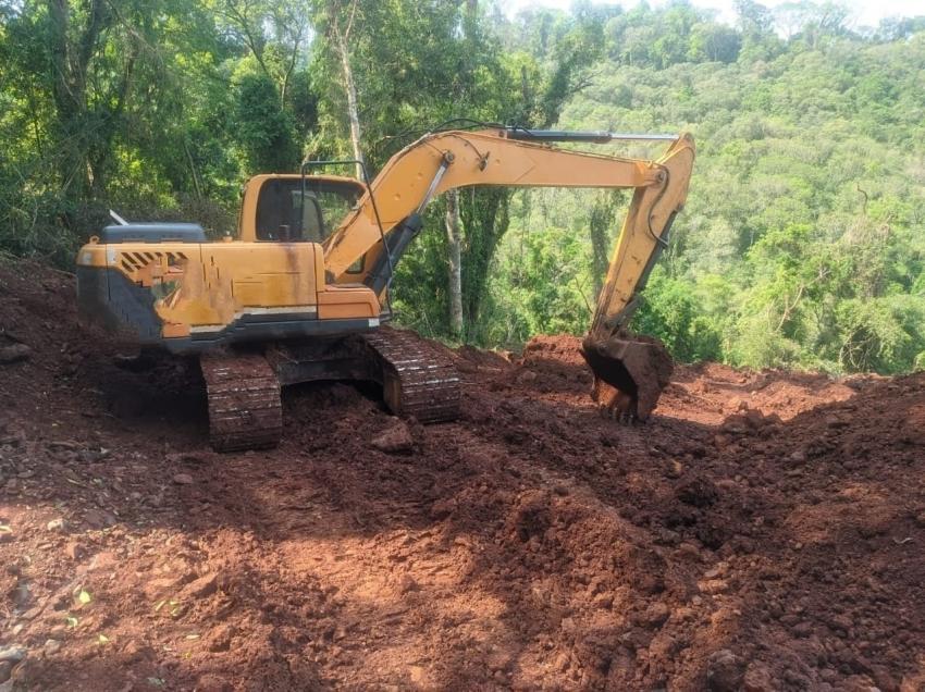 Polícia Militar Ambiental prende três pessoas por desmatamento em Faxinal dos Guedes