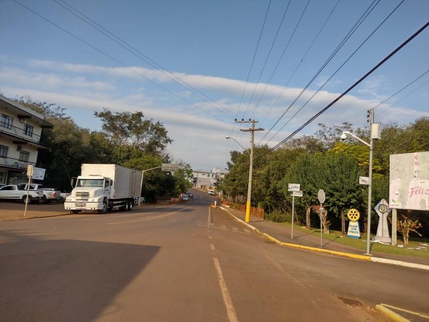 Vereador solicita placas de sinalização para desvio de caminhões em São Domingos