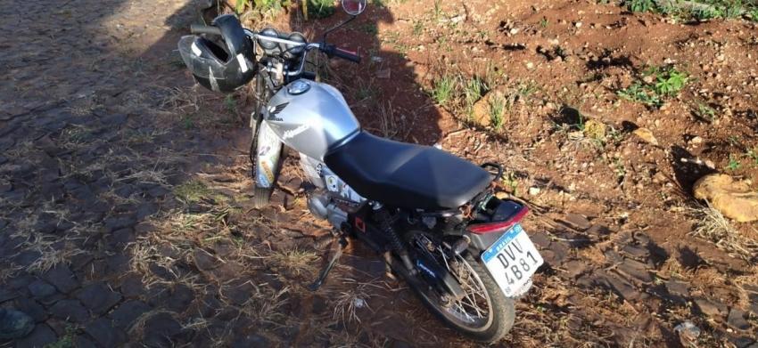 Homem que realizava manobras perigosas de moto é autuado pela polícia em Galvão