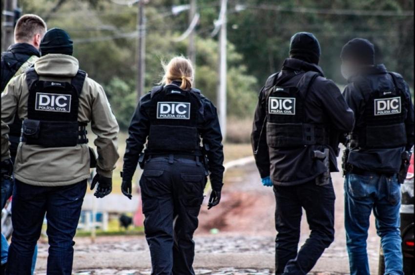Duas pessoas são presas durante operação policial contra o tráfico de drogas em São Miguel do Oeste