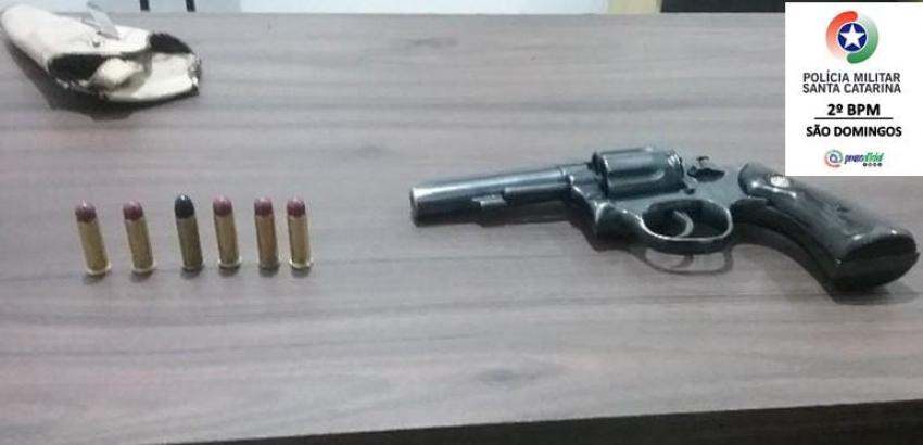 Homem é preso por porte ilegal de arma de fogo em São Domingos