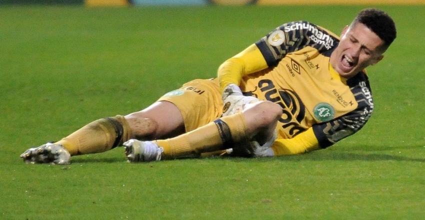 Tiepo sofre grave lesão durante jogo da Chape