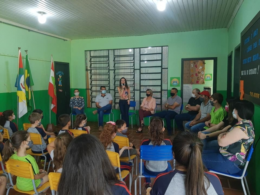 Ipuaçu reinaugura quadra de esportes na comunidade Toldo Velho